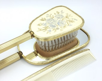 Vanity Set. Dressing Table Set. Vintage Mirror And Hairbrush Set. Beauty Set. Gold Decor. Boudoir Decor. Miroir. Brosse à Cheveux. Décor Or