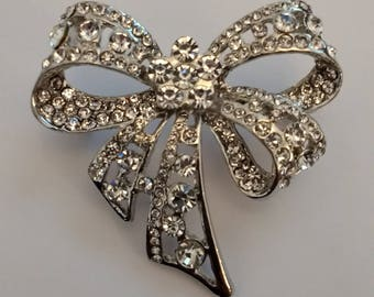Beautiful Sparkly Bow Brooch....Brooch..UK