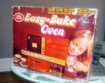 Vintage (c.1973) Kenner Easy Bake Oven with original box and 2 original metal cake pans.