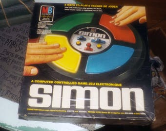 Vintage (c.1978) Original Simon electronic board game published in Canada by Milton Bradley. Complete and working!