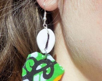 Earring cowrie and its small Africa map