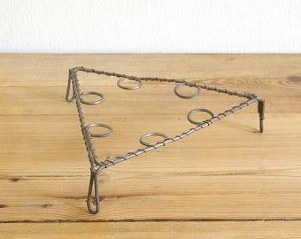 Vintage wire trivet metal rustic primitive.Tramp art.Fil de fer plant pot stand.Memo board.Country kitchen decor.Shabby.Candle clips holder