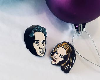 Mulder & Scully, X Files Pins. [Preorder]
