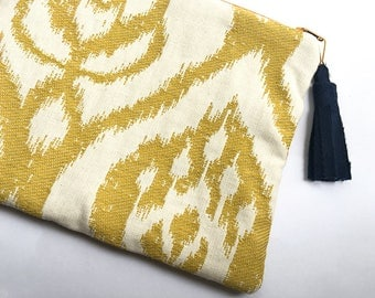 Honey and white jacquard pouch