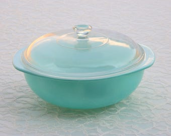 Pyrex 024 - 2 Qt. Round Casserole with Handles and Knob Lid; Vintage Mid-Century Turquoise / Aqua