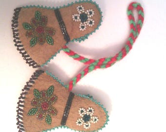 Native American souvenir beaded mittens