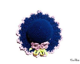 Deep Blue and Pink crochet hat pincushion, Cappellino puntaspilli blu e rosa all'uncinetto