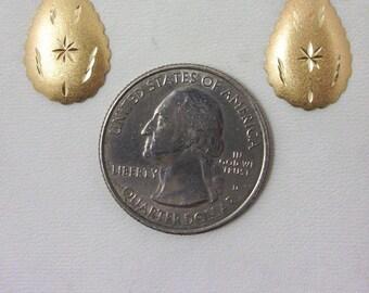 Solid 14K Yellow Gold Matte Diamond Cut Lightweight Stud Earrings, 0.95 grams