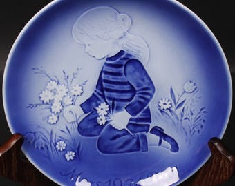 """Svend Jensen Mother's Day Plate """"Daisies For Mother"""". (CGP-2433)"""