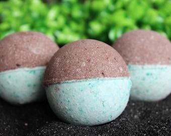 Mint Chocolate Chip Bath Bomb