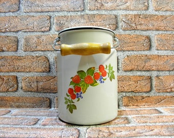 Vintage Enamel Milk Pail, Old Farm White Enamel Pot with Strawberries, Enamel Milk Can With Lid, Rustic Home Decor, 3 liters