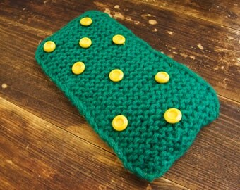 Handknitted two-sided pouch phone case coin cosmetic card purse green yellow buttons handmade
