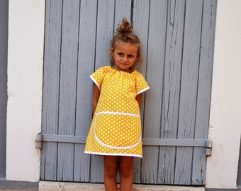Girls 2-4 years Short Sleeve School Art Smock Yellow with White Polka Dots Tablier Maternelle Filles Ecolier Jaune 2-4 ans Petit Pois