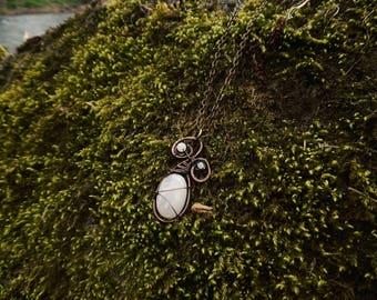 * Meliwa * pendant wire wrap copper patina and white labradorite.