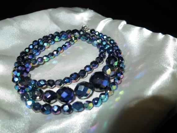 Lovely vintage long carnival glass   necklace