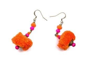 Nomad ethnic earrings tassels orange fuchsia brass, glass, wood