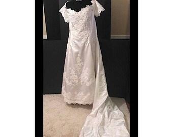 Bonny Vintage Wedding Gown