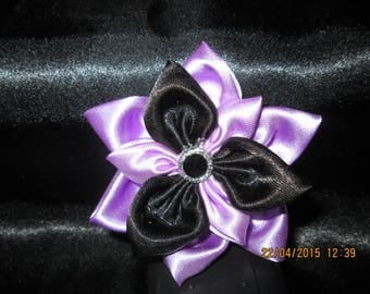 Flower in purple and black satin with its Center a button black and silver size 9 cm