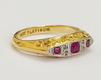 Beautiful antique Edwardian 18ct gold & Platinum ring with Rubies and Diamonds