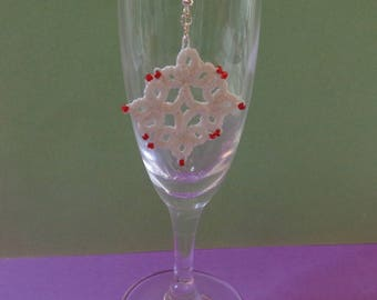Earrings tatting and beads
