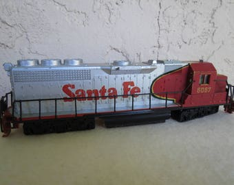 Bachmann Toy Train Locomotive - Santa Fe No. 6067 Railroad Engine - HO Scale