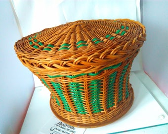 19x25cm Vintage handwoven 1960s 1950s wicker sewing basket, vintage sewing basket, wicker basket, storage basket, vintage basket, basket,