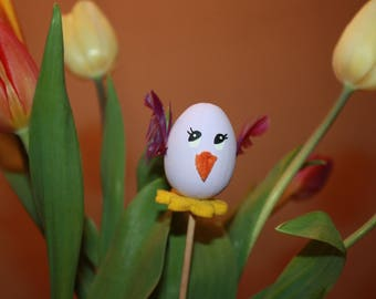 "Egg ""Laurette"" on pic, small decorative chicken for Easter"