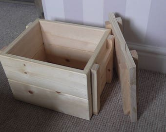 Wooden comic storage box with lid