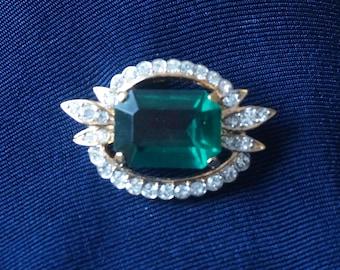 Elegant Nina Ricci C Pin Brooch with large Emerald Green Stone and clear rhinestones