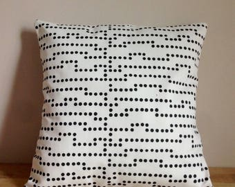 Cushion cover 40 x 40 cm of cotton, black and white polka-dots