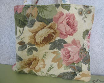 Tote bag with upholstery with flowers