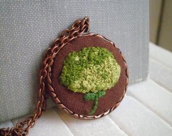 Green Hydrangea Embroidery Necklace - Embroidered Flower Fiber Art Nature Necklace - Wild Hydrangea Retro Secret Garden Pendant Holiday Gift