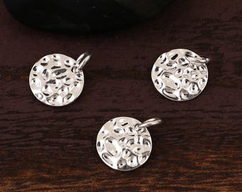 5 round charms and hammered Metal Silver 1.7 cm