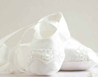 Christening booties 'Vienna' / Silk Christening booties / Girls Christening booties / Baptism booties / Christening shoes / Baptism shoes