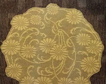 Pastel yellow DaisyWorks filet crochet doily 24.5x26.5 in flowers Daisy spring Easter