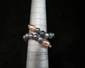 Adjustable ring with pearls