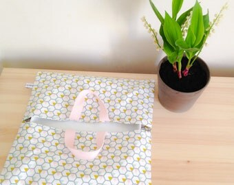 Honey Bee mustard/sky/powder Linna Morata graphic pie bag