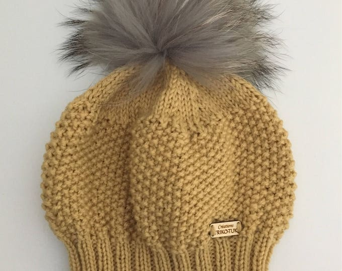 Hat woman 100% Merino and removable tassel