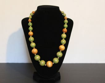 Wooden beaded necklace 21 inches