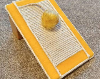 Cat scratching post / scratch pad, sisal scratch pad, slanted scratch post by Playtime4Pets