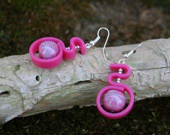Boucles d'oreille arabesque - rose fuchsia et gris - perle en verre filé manuellement