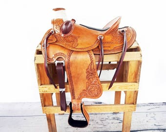 1/2 Padded Seat With Bucking Rolls Handmade Western Wade Horse Trail Floral Tooled leather  Saddle