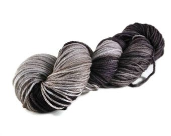 Worsted Yarn, Superwash Merino yarn, worsted weight yarn, worsted merino, 100% Superwash Merino, gray, speckled, worsted merino - Stormcloud