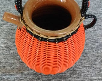 Pitcher in sandstone and scoubidou-pot with water glazed-scoubidou and rattan