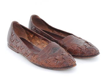 vintage leather flats | brown weave slip ons | pointed toe shoes | casual everyday flats | size 8