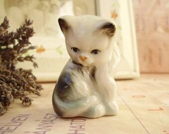 Vintage   porcelain animal figurine, tiny cat,kitty