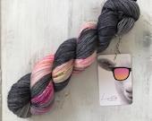Hand dyed merino wool single yarn 100 g / 366 m / Indie dyer Lystig Yarn / Nightfly (potluck)