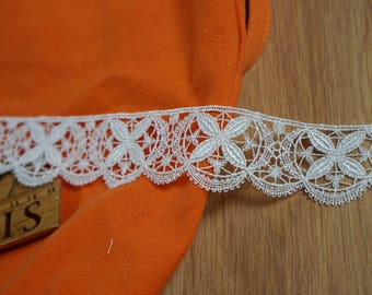 1.5metres * 4 cm more off-white guipure lace. 2126