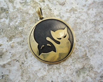 Cat pendant yin yang necklace, balance kitten jewelry, women cool gift, Totem cat pendentif yin animalistic charm, Cute kitty, animal amulet
