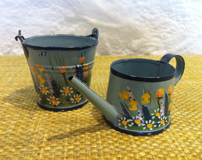 Vintage Tin Toy accessoires Dollhouse Miniature Can and bucket flower decor